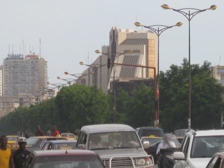 Boulevard du Centenaire à Dakar : « Crédit photo : Etienne (Billy) TSHISHIMBI ».
