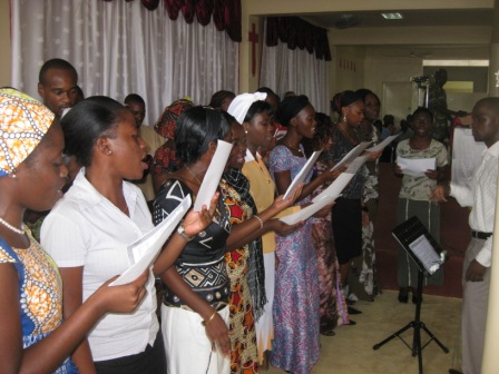Chorale chantant  : « Crédit photo : Etienne (Billy) TSHISHIMBI ».