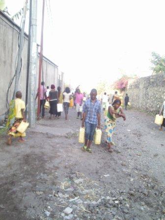 Une partie de la distribution d'eau à Goma en RDC par Danny MBUYI