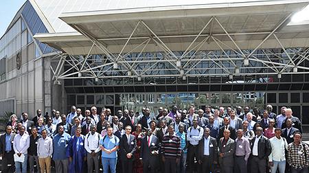 Photo de famille AMGI  ICANN Addis Abebas Mars 2013 par Icannphotos (Flickr de Yahoo)