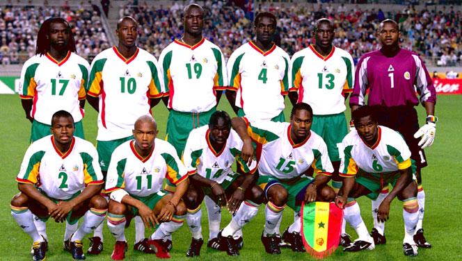 Equipe de Football du Sénégal à la CM 2002 prise sur le site http://www.senenews.com/2012/05/31/football-senegal-generation-2002-souleymane-camara-seul-rescape_33397.html