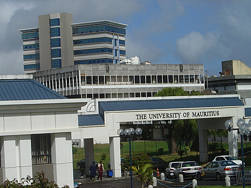 Université de Maurice photo prise sur le site www.kotzot.com