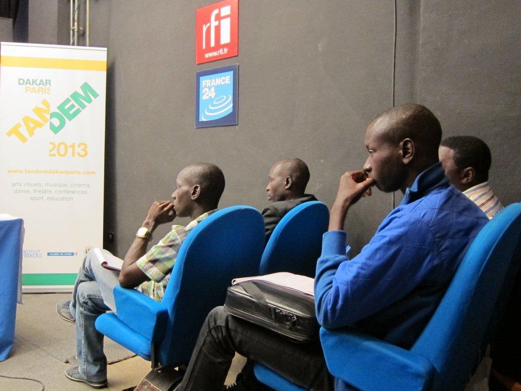 Conférence de presse du démarrage effectif  4 du TANDEM Dakar-Paris 2013 : « Crédit photo : Marine DURAND ».