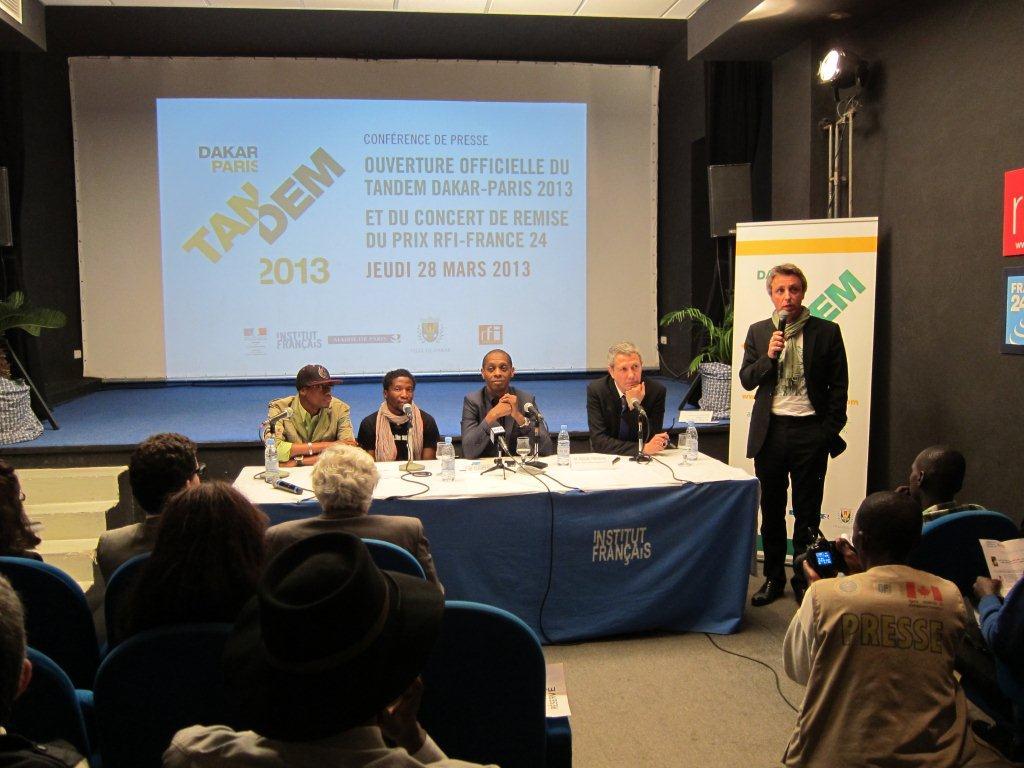 Second plateau lors de la Conférence de presse du démarrage effectif du TANDEM Dakar-Paris 2013 : « Crédit photo : Marine DURAND ».