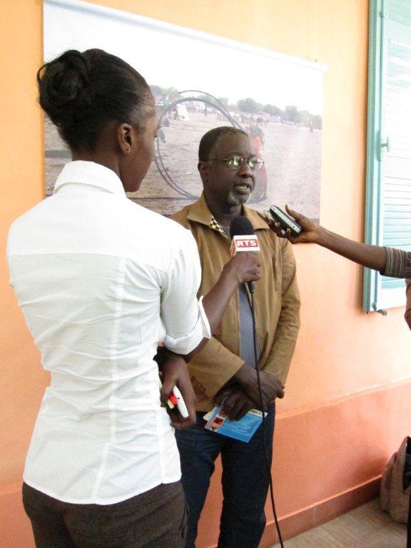 Conférence de presse du démarrage effectif 2 du TANDEM Dakar-Paris 2013 : « Crédit photo : Marine DURAND ».