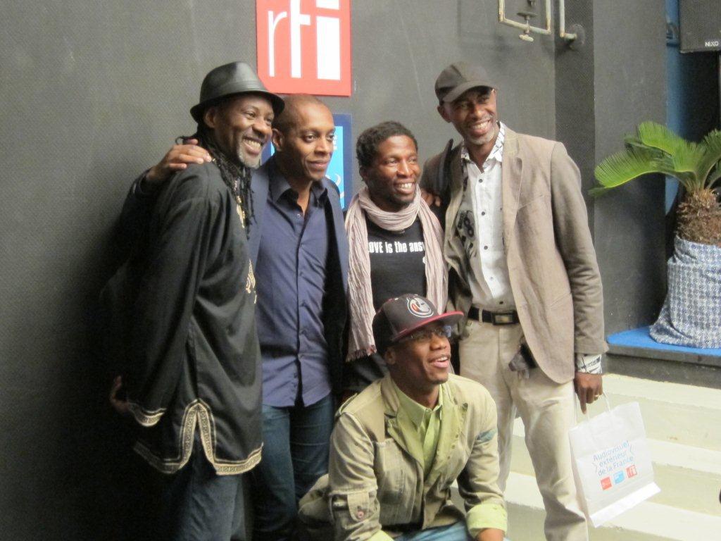 Une photo souvenir lors de la Conférence de presse du démarrage effectif du TANDEM Dakar-Paris 2013 : « Crédit photo : Marine DURAND ».