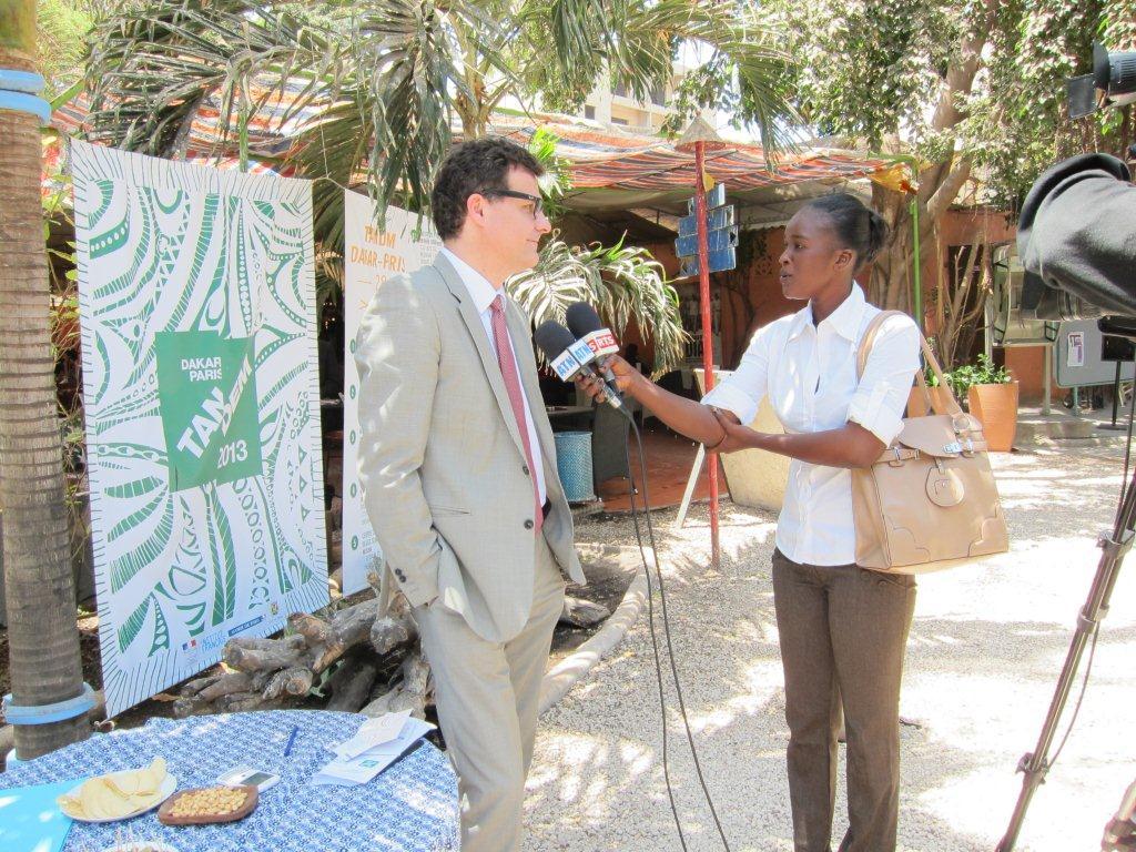 Interview de M. Jean-François GUEGANNO, Directeur du Développement et des Partenariats de l'Institut français lors de la Conférence de presse du démarrage effectif du TANDEM Dakar-Paris 2013 : « Crédit photo : Marine DURAND ».