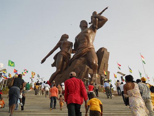 Monument de la Renaissance Africaine à Dakar photo prise sur www.fesmag.org